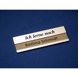 """Namensschild Modell 1500 silber, Druck """"Ich lerne noch"""" in schwarz"""